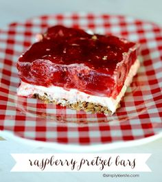 Easy Desserts, Delicious Desserts, Yummy Food, Jello Desserts, Yummy Treats, Sweet Treats, Raspberry Recipes, Raspberry Bars, 9x13 Baking Dish