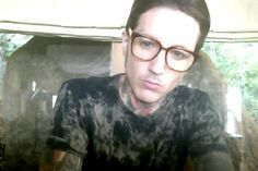 Oli Sykes in glasses... Oh gawwwwdddd!!! He's wearing glasses!!! ♡♡♡♡♡♡♡♡♡♡♡