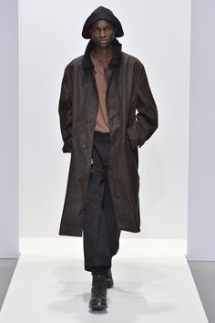 Margaret Howell is a contemporary British clothing designer. Margaret Howell, Fall Winter, Autumn, Gentleman Style, Raincoat, Normcore, Menswear, Paintings, Jackets