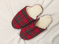 NWOT Mens Christmas Slippers Slip On Red Plaid Cozy Lined Large L 10 11 C1