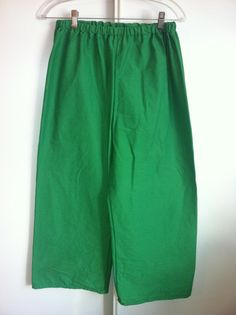 """This is a basic pair of peasant pants. It is a perfect item for a Men's Peasant Renaissance Faire outfit. It is made of 100% cotton, Kelly Green in color. It has an elastic waist. It is size Small. The elastic waist measures 28"""" at rest. It is 35"""" in length.     These pants can also be made in other colors including; Black, White, Ivory, Scarlet, Tangerine, Yellow, Kelly Green, Royal Blue, Majestic Purple, Russett, and Grey. It is available is sizes Small through XLarge, with a custom…"""