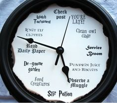 This unique Molly Weasley–inspired clock is a quirky gift idea for Harry Potter fans and book nerds. Baby Harry Potter, Décoration Harry Potter, Fans D'harry Potter, Harry Potter Nursery, Harry Potter Classroom, Harry Potter Birthday, Harry Potter Accesorios, Harry Potter Bricolage, Anniversaire Harry Potter