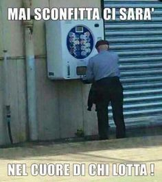 Ghignate a gogo! #ridere #meme #ghignate #cazzate Hmm Meme, Strange Photos, Funny Images, Funny Pics, Vignettes, Quotations, Joker, Geek Stuff, Lol