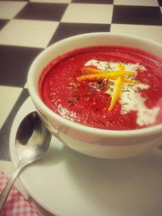 Genüsslichkeit - Tischkultur: Randen-Orangensuppe (Rote Beete) Beetroot-Orange Soup