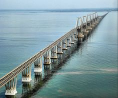"""""""El puente General Rafael Urdaneta o Puente sobre el Lago"""". Es un puente que cruza la parte más angosta del Lago de Maracaibo, en el Estado Zulia, al noroeste de #Venezuela, y conecta la ciudad de Maracaibo con el resto del país. #Turismo #Viaja #Conoce"""