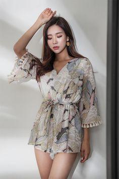 Stylish ideas for korean street fashion 466 Korean Fashion Trends, Korean Street Fashion, Asian Fashion, 90s Fashion, Fashion Models, Girl Fashion, Fashion Outfits, Fashion Design, Korea Fashion