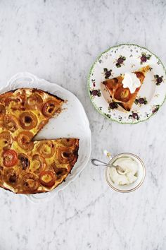 Apricot Tart with Tonka bean: fork and flower
