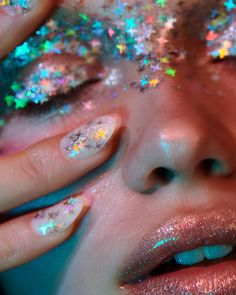 The Best Beauty Tips For People Of All Ages. A good beauty routine should be relaxing and pleasant. Now you can try some new beauty techniques with co Best Beauty Tips, Beauty Hacks, Good Beauty Routine, Photoshoot Themes, Shooting Photo, Aesthetic Photo, Aesthetic Eyes, Neon Aesthetic, Creative Makeup