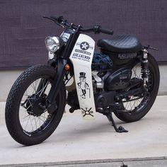 Moped Bike, Honda Bikes, Scooter Motorcycle, Honda Motorcycles, Motorcycle Outfit, Honda Scooters, Suzuki Cafe Racer, Cafe Racer Bikes, Crypton Yamaha