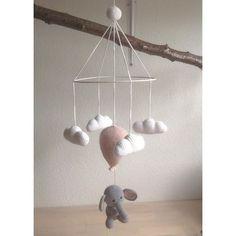 En elefant på himmelflugt☁️ #hækle #hæklet #hækling #haeklet #crochet #elefant #ballon #sky #clouds #babymobile #amigurumi #baby #babyuro #uro #haekle
