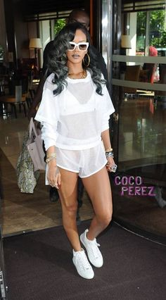 Rihanna's Entourage Request Free Swag From Topshop Even Though She's Suing The Retailer! Rihanna Swag, Rihanna Fenty, Celebrity Gallery, Celebrity Photos, Celebrity Style, Topshop Outfit, Young Black, Stunning Women, Celebs