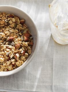 Do your own granola for morning energy! Easy Dinner Recipes, Sweet Recipes, Breakfast Recipes, Breakfast Ideas, Ricardo Recipe, Meal Prep Plans, Breakfast On The Go, Morning Breakfast, Love Food