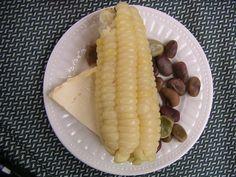 choclo con queso Ecuador, Tasty, Yummy Food, Delicious Meals, Nom Nom, Dishes, Vegetables, Queso, Royalty