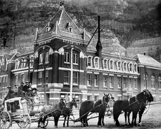 Old time stage coach in front of Beaumont Hotel, Ouray, :: Western History Old Pictures, Old Photos, Vintage Photos, Beaumont Hotel, Into The West, Le Far West, Old West, Ghost Towns, Vintage Photography