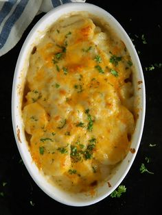 Ruth's Chris Potatoes au Gratin Copycat Recipe Ruth's Chris Potatoes au Gratin Copycat has got to be the creamiest, dreamiest, cheesiest potatoes ever – and they're easy to make! They are truly just to die for! Potato Sides, Potato Side Dishes, Vegetable Dishes, Vegetable Recipes, Cheesy Potatoes, Baked Potatoes, Parmesan Potatoes, Copycat Recipes, Side Dish Recipes