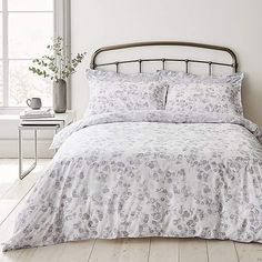 Decorated with a soft tonal watercolour eucalyptus print, this reversible design duvet cover set is crafted from pure and natural cotton fibres for a comfo. 100 Cotton Duvet Covers, King Size Duvet Covers, Duvet Cover Sizes, Contemporary Duvet Covers, Duvet Bedding Sets, Types Of Beds, Two Bedroom, Bedroom Inspo, Bedding Collections