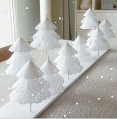 I am so going to tuck this idea away for winter this year. I absolutely love these trees made from paper doilies, skewers and wooden beads. http://www.twojediy.pl/inspiracja/518/choinki-z-serwetek.html10556342_10153027816660299_3475340228546237032_n.jpg (725×737)