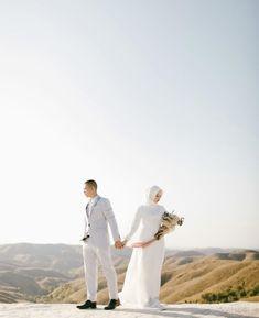 Pre Wedding Poses, Pre Wedding Photoshoot, Wedding Couples, Prewedding Photo, Prewedding Outdoor, Post Wedding, Dream Wedding, Couple Photography, Nature Photography