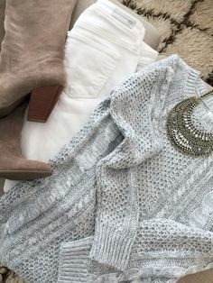 Winter white fashion - white jeans, tall suede tan boots, cable knit sweater and statement necklace Winter Sweater Outfits, Winter Outfits For Work, Sweater Boots, Outfit Winter, Winter Sweaters, Outfits Otoño, Fall Outfits, Plaid Outfits, Jean Outfits