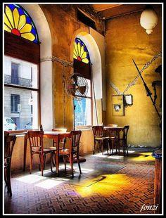 """Bar Tasende en la Ciudad Vieja de Montevideo, Uruguay.    Según el autor de la fotografía: """"lugar de la única Muzarella al tacho de Montevideo""""   Calle Ciudadela y San José"""