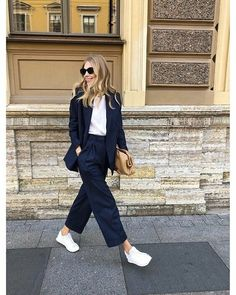 ´s at Massimo Dutti online. Enter now and view our Spring Summer 2020 collection. Formal Casual Outfits, Work Casual, Blazer Outfits, Chic Outfits, Fashion Outfits, School Fashion, Work Fashion, Smart Casual Women, Professional Outfits