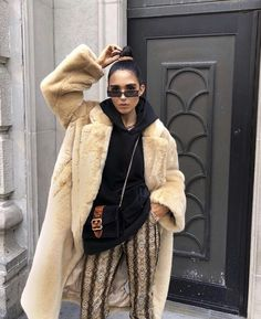 H&M autumn shopping picks: Alicia wearing a big teddybear coat, hoodie and snake print trousers Look Fashion, Winter Fashion, Fashion Outfits, Fashion Tips, Fashion Design, Fashion Trends, Look Rock, Dress Stores Near Me, Snake Print Pants