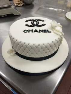 21 Inspiration Image of Chanel Birthday Cake . Chanel Birthday Cake Fondant Cake Torren Kukulcanpastelera Chanel Chanel In 2019 Bolo Gucci, Bolo Chanel, Chanel Chanel, Chanel Torte, Coco Chanel Cake, Adult Birthday Cakes, Themed Birthday Cakes, Happy Birthday Cakes, Pretty Cakes
