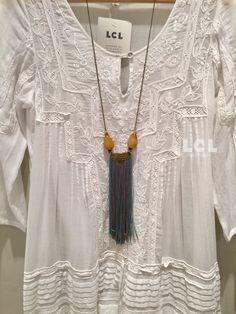Chicas! Sabéis que nos encanta la colección isla blanca de Piluca Bayarri Ibiza, pues aquí tenéis uno de los vestidos que tenemos en tienda + collar Mimi Scholer. Podéis descubrir más vestidos de Piluca Bayarri Ibiza en LCL Barcelona, calle Muntaner 501 de Barcelona. Tlf 93 418 08 59 #pilucabayarri #ibiza #mimischoler #adlib #lclbarcelona #hippiechic