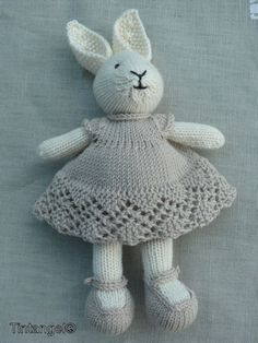 STOLL - knit and wear technology. Seamless shaping and construction. Knitted Bunnies, Knitted Animals, Crochet Bunny, Knitted Dolls, Animal Knitting Patterns, Crochet Rug Patterns, Stuffed Animal Patterns, Knit Stitches For Beginners, Little Cotton Rabbits