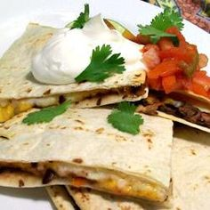 Black Bean Quesadillas - 2 cans black beans, salsa, tortillas, monterey jack cheese, sour cream. Delicious and very quick and easy! Mexican Dishes, Mexican Food Recipes, Vegetarian Recipes, Healthy Recipes, Ethnic Recipes, Healthy Menu, Quesadillas, Veggie Quesadilla, Great Recipes