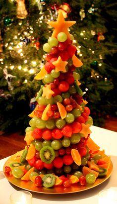 Un sapin de Noël en fruits. Une excellente idée pour un dessert plus sain et bon