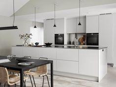 Kitchen Inspiration // Balingslov AB Home Decor Home Decor Kitchen, Kitchen Interior, Kitchen Design, Kitchen Ideas, Room Kitchen, Scandinavian Style Home, Scandinavian Interior Design, Beddinge, Arrow Decor