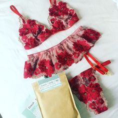 LARA Set plus @frank_bod essentials 👌🏻 This set is soon to be sold out forever! 🌹 #valentines #withlovelilly #frankbody #letsbefrank…