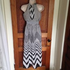 NWT Black White Chiffon Maxi Dress Size XS So pretty! Boutique Dresses Maxi