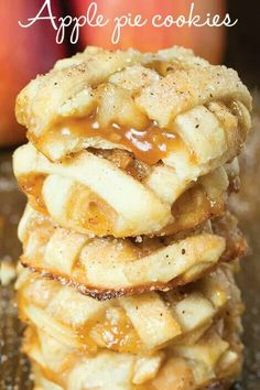 Caramel + apple + cookies = heaven. APPLE PIE COOKIES: http://omgchocolatedesserts.com/apple-pie-cookies/