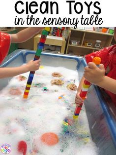 Wash manipulatives in the sensory table! End of the year teacher and students HACKS to make the end of the year and back to school less easy! Plus FREE end of the year lists. Perfect for preschool pre-k and kindergarten. Sensory Table, Sensory Bins, Sensory Play, Preschool Classroom, In Kindergarten, Classroom Ideas, Classroom Projects, Reggio Emilia, Pre School