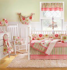 quarto de bebe estampa floral e listras