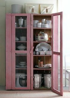 Cabinet in pink