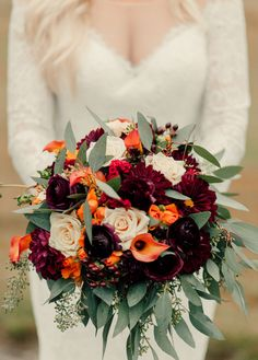 Loving this autumnal palette for your bridal bouquet!!!