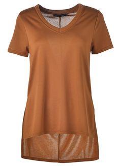 Kauniisti laskeutuva t-paita on rento ja chic. 19,95€ Tunic Tops, V Neck, Women, Fashion, Moda, Fashion Styles, Fashion Illustrations, Woman