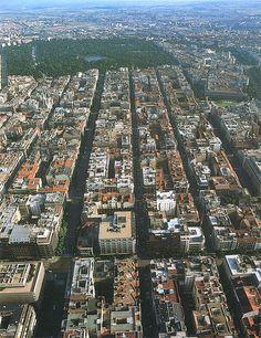 Madrid: El Barrio de Salamanca. Trazado reticular. Al fondo, inmenso, el Parque del Retiro.