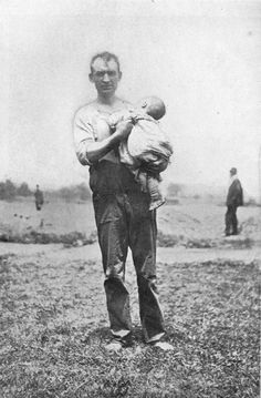 Man holding a dead infant from the General Slocum disaster