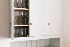 Artwork kitchen cupboards: a guru electrician delivers easy methods to paint kitchen cabinets. Tips regarding remodelers looking to skillfully color cabinets. Shaker Style Kitchens, Shaker Kitchen, Grey Kitchens, Plywood Cabinets, Painting Oak Cabinets, Kitchen Larder Cupboard, Kitchen Maker, Space Saving Kitchen, Art