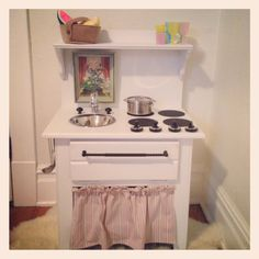 Childrens Play Kitchen, Diy Play Kitchen, Play Kitchens, Toy Kitchen, Playhouse Furniture, Kids Furniture, Woodworking Kitchen Projects, Kids Workbench, Kids Play Spaces
