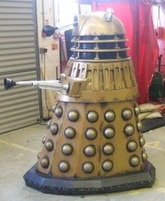 How to Build a Life-size almost 6ft Dalek from Doctor Who <<<<I need this!
