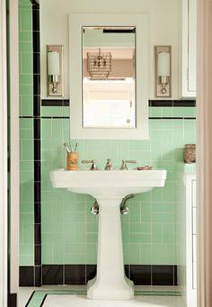 Fabulous mint green and black vintage bathroom #home #decor #interior #design