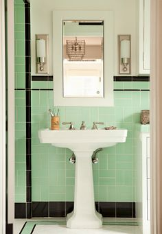 Fabulous mint green and black vintage bathroom #home #decor #interior #design