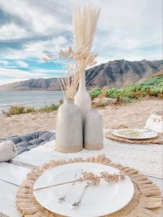 Picnic Birthday, 24th Birthday, Picnic Date, Beach Picnic, Dinner Table Set Up, Beach Wedding Decorations, Picnic Ideas, High Tea, Event Decor