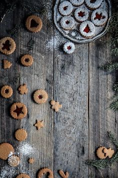 christmas cookies aesthetic Weihnachtspltzchen Christmas Jam Cookies : A simple gingerbread christmas cookie, stuffed with jam and cut into festival shapes. Christmas Jam, Christmas Desserts, Christmas Baking, Christmas Cookies, Xmas, Christmas Quotes, Christmas Pictures, Christmas Nails, Christmas Recipes