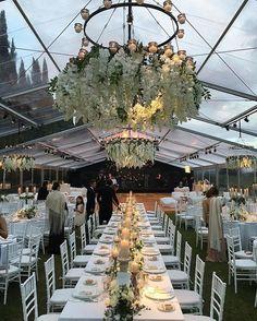 Que decoração linda de viver! E ainda em Firenze, instas!😱😍 Encantadas também @marthagraeff 🌷💕😍😘 ⠀ What a beautiful decoration! And yet in Firenze, instas! Enchanted also @marthagraeff🌷💕😍😘 ⠀ #decor #decoracao #amazing #lindo #love #instadecor #festa #party